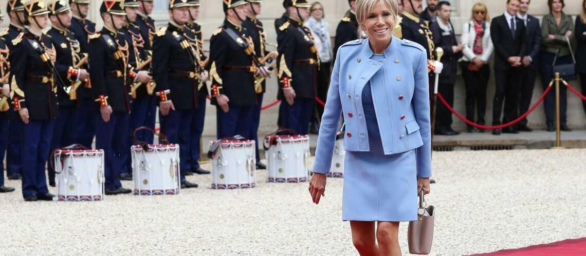 PHOTOS – Brigitte Macron: pourquoi elle porte presque toujours des robes au-dessus du genou