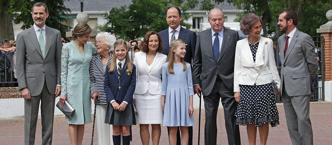 PHOTOS – La famille royale d'Espagne très chic pour la première communion de l'infante Sofia