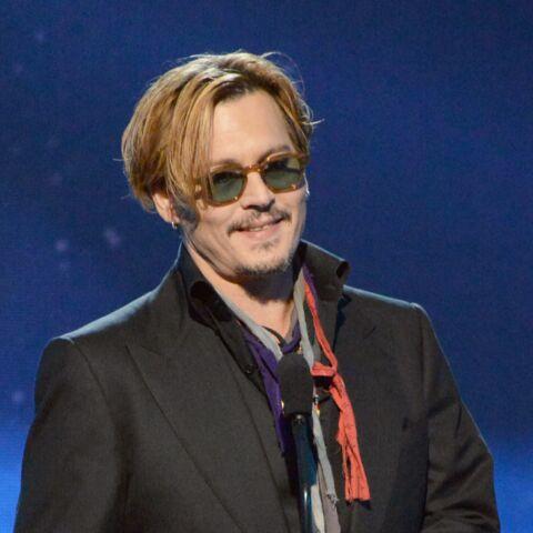 Vidéo- Johnny Depp: boire ou lire, il faut choisir