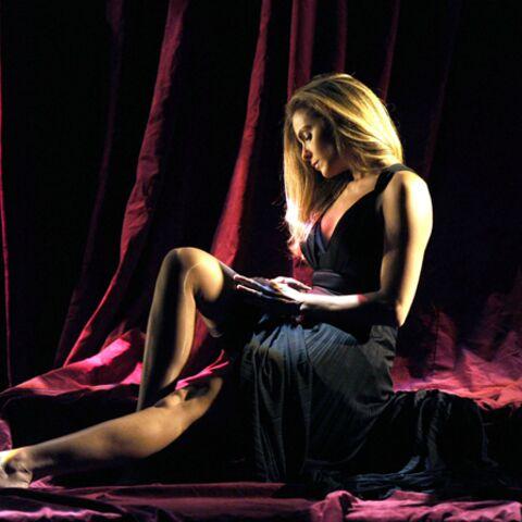 Clara Morgane coquine dans Cabaret Canaille