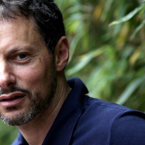 PHOTO – Marc-Olivier Fogiel se promène en forêt avec son mari et ses filles