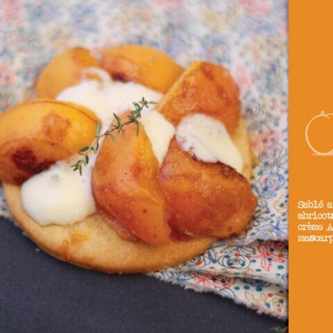 Sablé aux amandes, abricots poêlés et crème Amaretto mascarpone