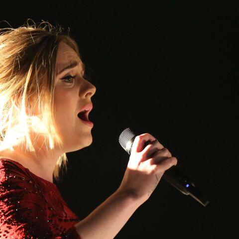 Vidéo – Adele s'excuse d'être malade