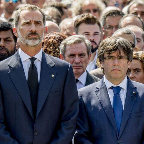 PHOTOS – Attentats en Catalogne: la minute de silence du roi Felipe VI à Barcelone