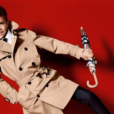 Romeo Beckham le trench dans la peau