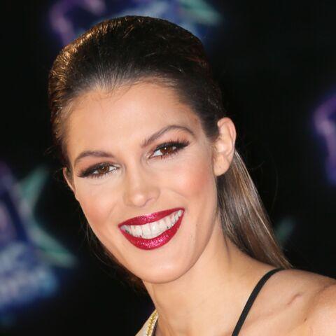 VIDEO – Miss Univers: Iris Mittenaere, sexy en maillot de bain doré