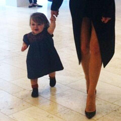 Harper Beckham: et maintenant, elle marche