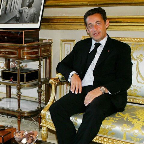 Nicolas Sarkozy, ses chiens vandalisent le mobilier de l'Etat