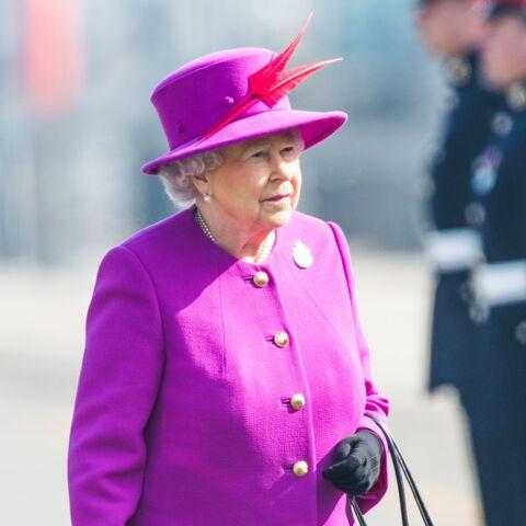 Ce que cache Elisabeth II dans son sac à main