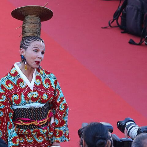 PHOTOS – Victoria Abril en geisha… l'actrice fait une apparition remarquée sur le tapis rouge du Festival de Cannes