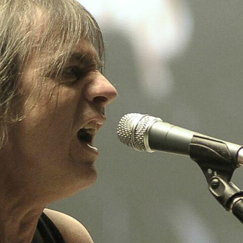 Mort de Malcolm Young. Le guitariste et fondateur du groupe AC/DC s'est éteint à l'âge de 64 ans