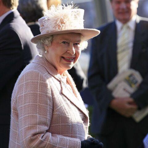 Qui a encore osé serrer la main de la Reine?