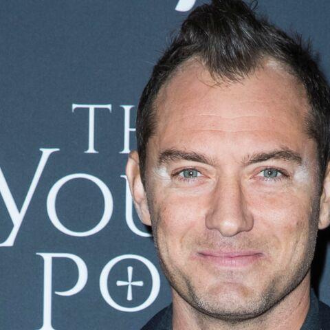 PHOTO – Jude Law: après la coupe de cheveux ratée, l'accident de maquillage… la fin d'un sex symbol?