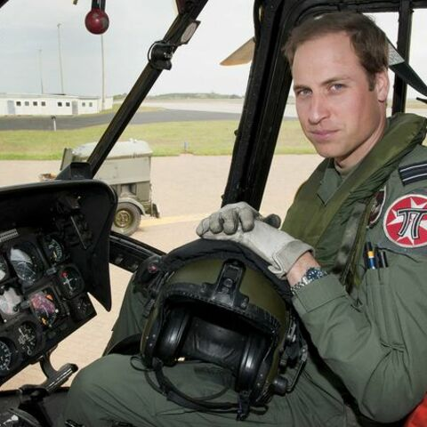 Le Prince William sauve deux filles de la noyade