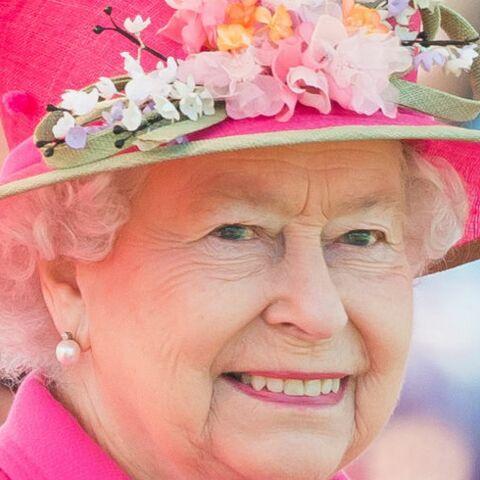PHOTOS-Retro 2016: A 90 ans,  Elisabeth  II, reine des tenues  flashy!