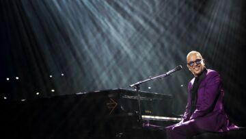 Pascal Obispo fait remonter Serge Lama sur scène, un moment poignant