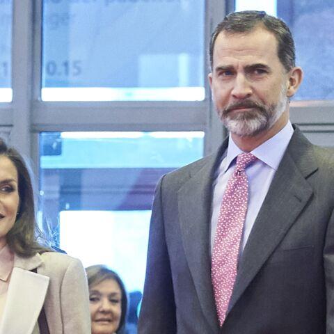 PHOTOS – Letizia d'Espagne, en manteau long et bottes en cuir, pour une visite avec son mari le roi Felipe VI
