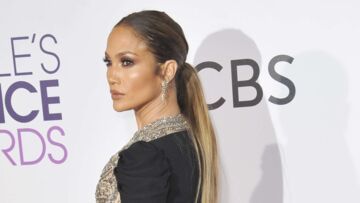 PHOTOS – Jennifer Lopez, glamour dans une robe moulante aux People's Choice Awards