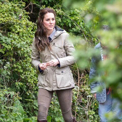 PHOTOS – Kate Middleton a remisé les jupes courtes et tendances… pour faire plaisir à la reine?