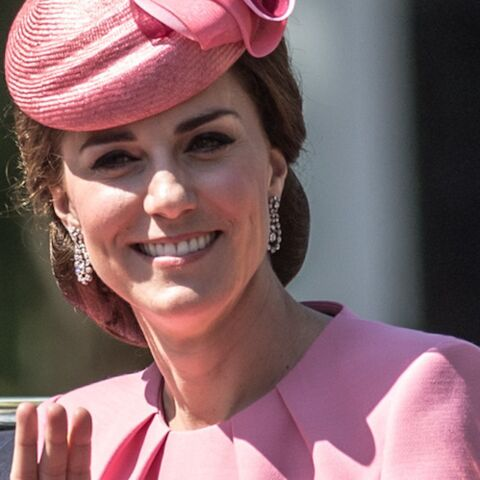PHOTOS – Pourquoi la robe rose de Kate Middleton fait jaser