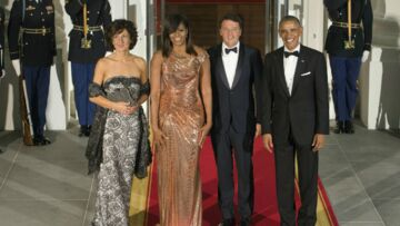PHOTOS – Michelle Obama, ultra sexy en robe lamée pour son dernier dîner d'Etat