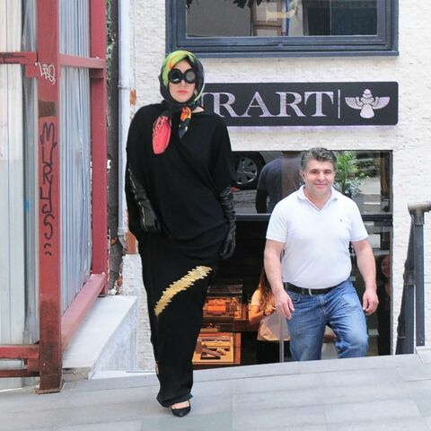 Lady Gaga, un voile qui ne passe pas inaperçu