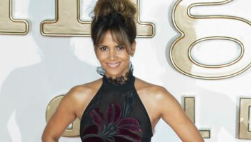 PHOTOS – A 51 ans, Halle Berry, ultra sexy sous sa robe transparente, électrise Londres