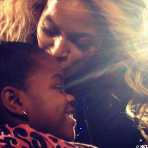 Beyoncé fait des papouilles à Mercy James