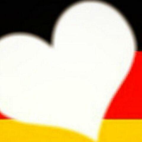 PHOTOS – Dessins, clichés, messages… les hommages aux victimes de Berlin