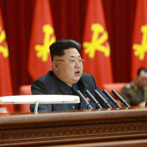 Kim Jong-Un, bien dégagé derrière les oreilles