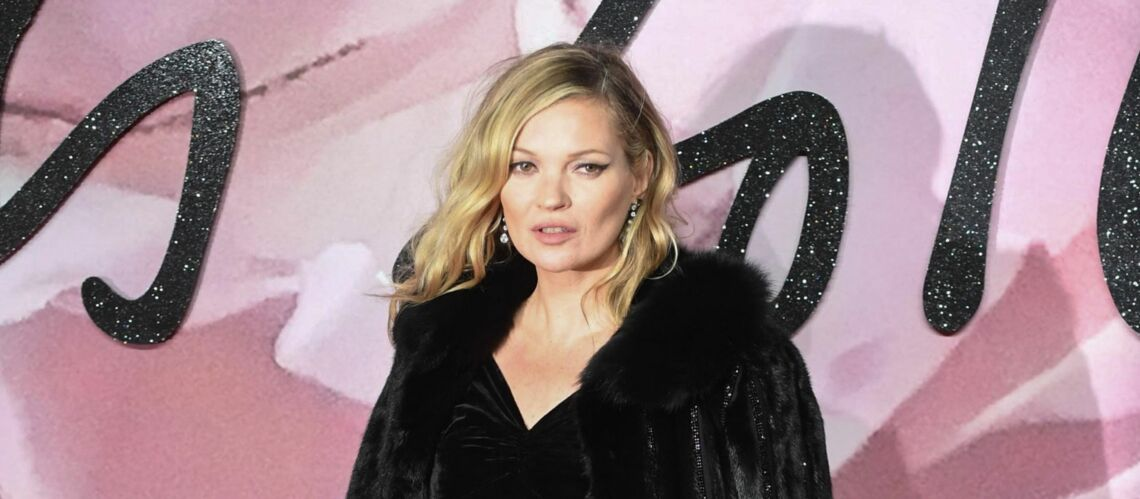 PHOTOS – Kate Moss, sa collec­tion mode hommage à David Bowie