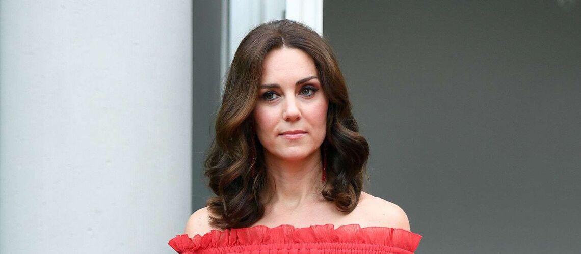 PHOTOS – Kate Middleton fait sensation dans une robe aux épaules dénudées