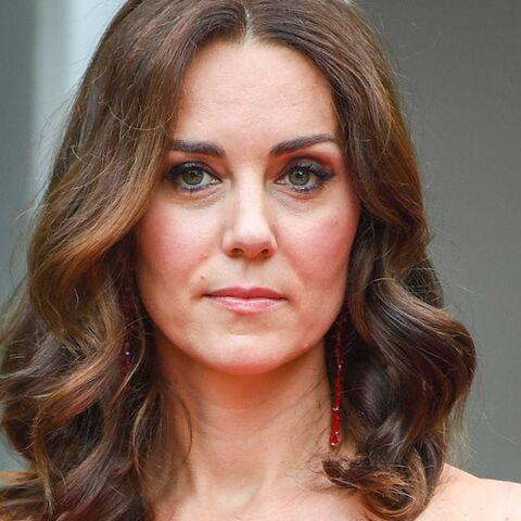 PHOTOS – Kate Middleton montre ses épaules: la photo qui va faire jaser