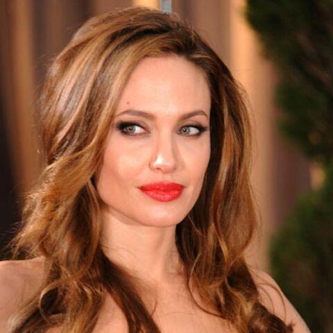 Angelina Jolie, l'heure est au choix de sa robe