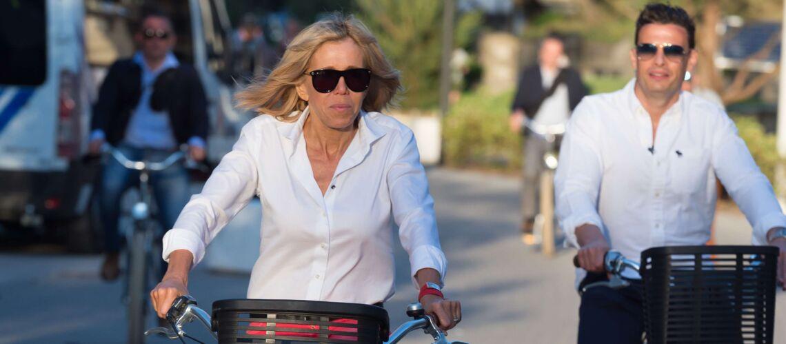 PHOTOS – Brigitte Macron: son look de sportive en sneakers griffées Louis Vuitton et vélo