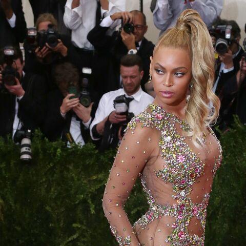 Beyoncé verse 20 000 dollars dans un jacuzzi