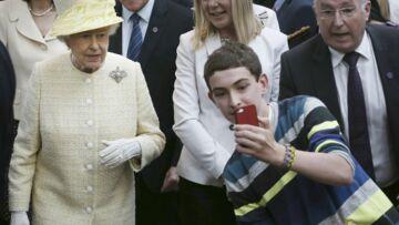 Elizabeth II ne comprend rien aux selfies
