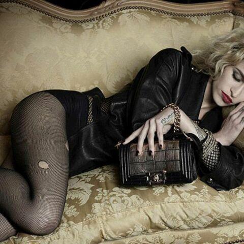 Alice Dellal, punkette endormie pour Chanel