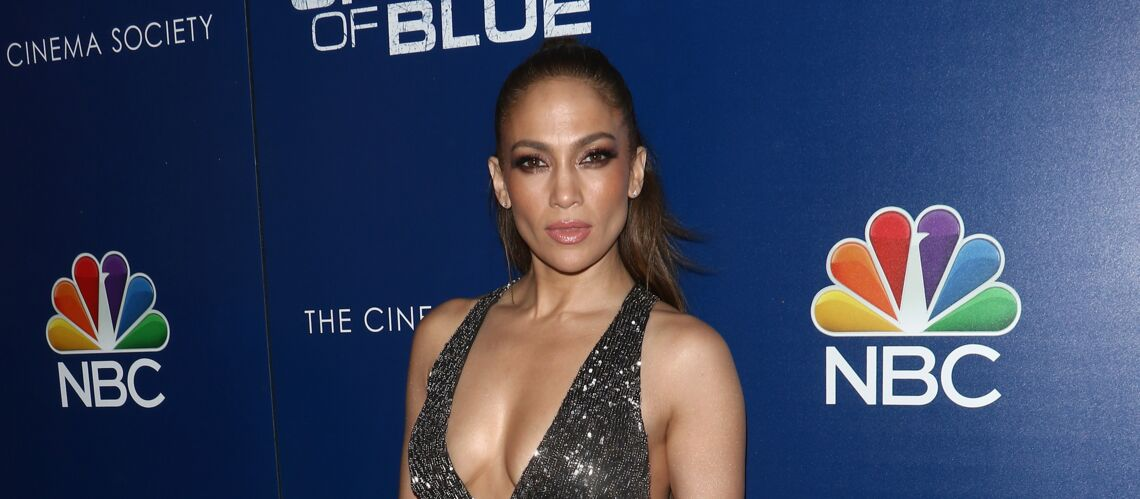 PHOTO – Jennifer Lopez, sexy dans une robe ultra-courte à 40 euros