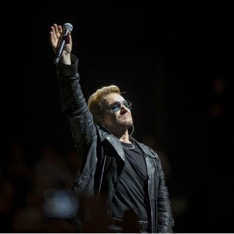 U2 chante pour les victimes