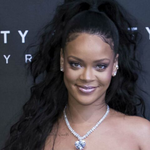 PHOTOS – Rihanna, sublime en robe de princesse, adopte la queue-de-cheval haute