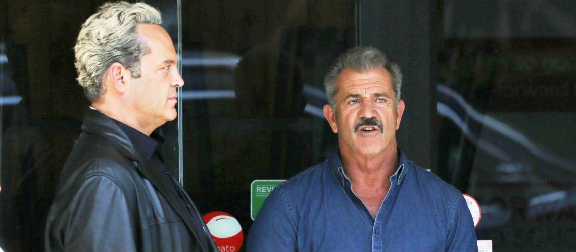 PHOTOS – Mel Gibson méconnaissable avec son imposante moustache