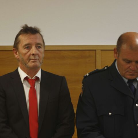 Phil Rudd plaide coupable