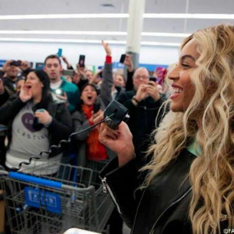 Photos- Beyoncé, mère Noël au supermarché
