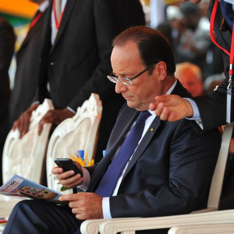 François Hollande: Serial Message Sender