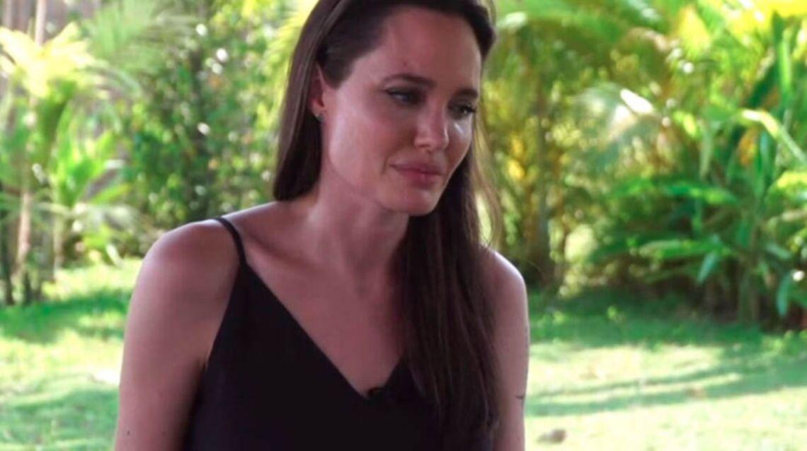 VIDÉO – Angelina Jolie mange des araignées et des scorpions avec ses enfants