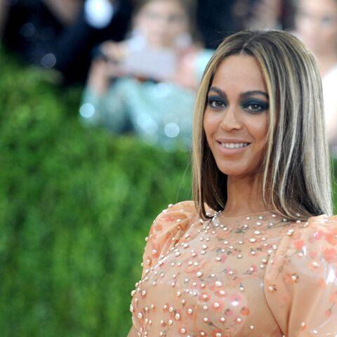 PHOTOS – Beyoncé enceinte de jumeaux, ses détracteurs l'attaquent sur son physique