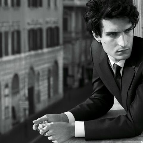 Louis Garrel est l'homme Valentino