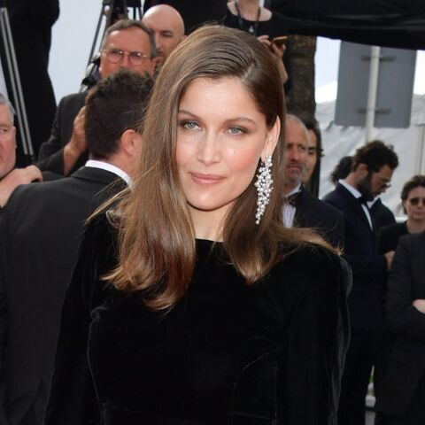 PHOTOS – Cannes 2017: Laetitia Casta, femme fatale en robe fendue, Charlotte Gainsbourg amoureuse sur le tapis rouge… Tous les looks de la montée du 21 mai
