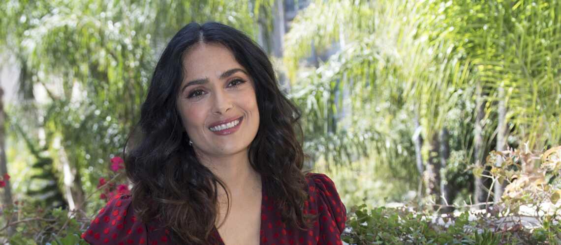 PHOTOS –Salma Hayek surprend et séduit avec ses cheveux roses